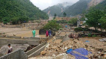 Các ao cá tầm, cá hồi ở xã Chu Va, huyện Tam Đường bị lũ cuốn trôi