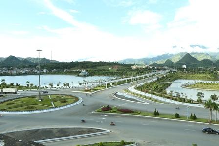 Việc trồng bổ sung, thay thế cây xanh, cây cảnh không chỉ để chỉnh trang đô thị mà còn tạo nét đặc trưng và điểm nhấn cho đô thị