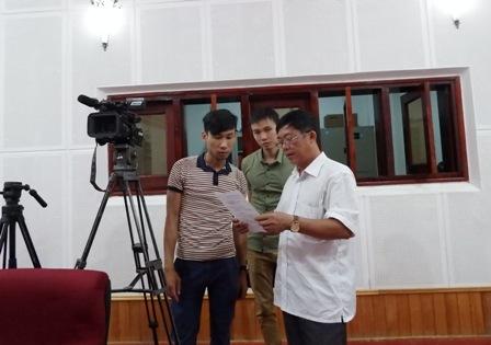Lãnh đạo, phóng viên Đài PT - TH tỉnh trao đổi nghiệp vụ