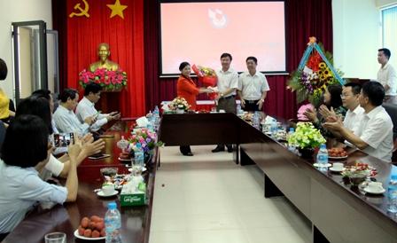 ...chúc mừng Tập thể Đài PT-TH tỉnh