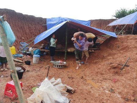 Lực lượng công an Lai Châu giúp Nhân dân khắc phục hậu quả thiên tai