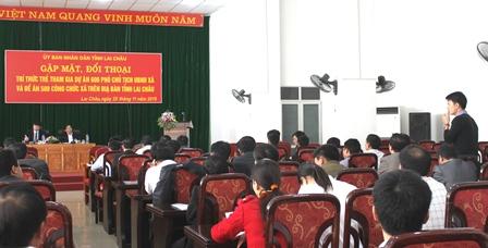Đội viên trí thức trẻ đối thoại với các đồng chí lãnh đạo UBND tỉnh  và Sở Nội vụ