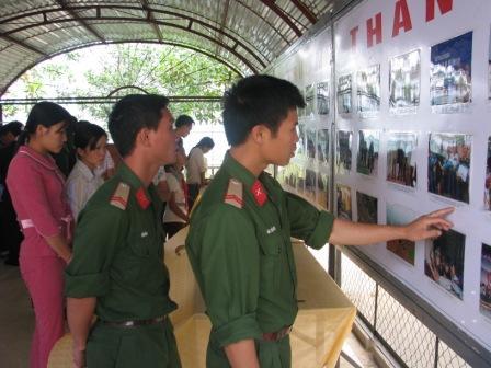 Giáo dục truyền thống của Đảng thông qua hình ảnh trực quan ở Bộ CHQS tỉnh Lai Châu (Ảnh: Thế Thành)