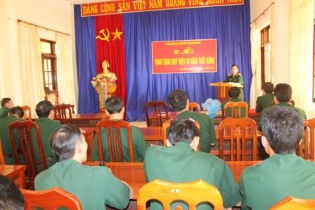 Toàn cảnh lễ trao Huy hiệu 30 năm tuổi đảng của Đảng bộ Phòng Tham mưu