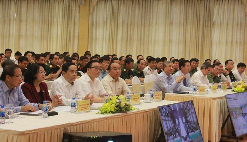 Các đồng chí lãnh đạo Đảng, Nhà nước và các đại biểu  dự Hội nghị tại Hà Nội (ảnh: ĐCSVN)