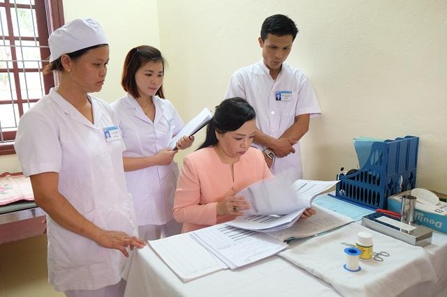 """Xây dựng đội ngũ cán bộ y tế """"Thầy thuốc phải như mẹ hiền"""", năng lực chuyên môn vững vàng, tiếp cận trình độ chuyên môn sâu"""