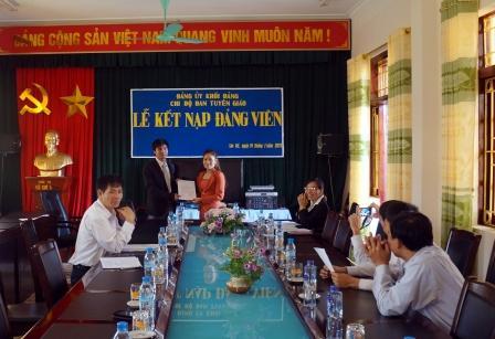 Lễ kết nạp đảng viên của Chi bộ Ban tuyên giáo Huyện ủy Sìn Hồ