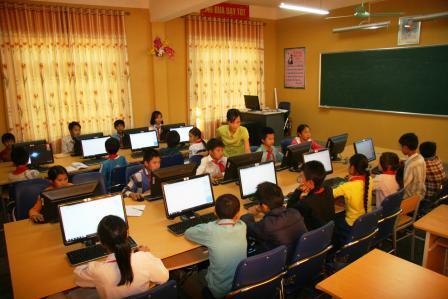 Tiết tin học của cô và học sinh lớp 8, Trường Phổ thông Dân tộc bán trú THCS xã Phúc Khoa, huyện Tân Uyên