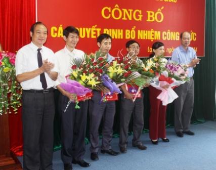 Các đồng chí lãnh đạo sở, ngành chúc mừng các đồng chí  nhận quyết định bổ nhiệm