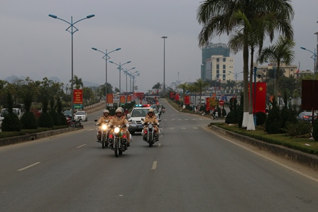 Các lực lượng xuống đường diễu hành tuyên truyền về ATGT