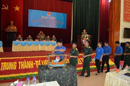 Các đại biểu tham gia bầu đại biểu đi dự Đại hội đoàn cấp trên