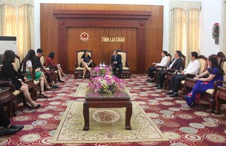 Đồng chí Tống Thanh Hải - UV BTV, Phó Chủ tịch Thường trực UBND tỉnh tiếp đón Đoàn cán bộ của Đại sứ quán Hợp chủng quốc Hoa Kỳ tại Hà Nội