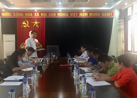 Quang cảnh buổi giám sát tại UBND huyện