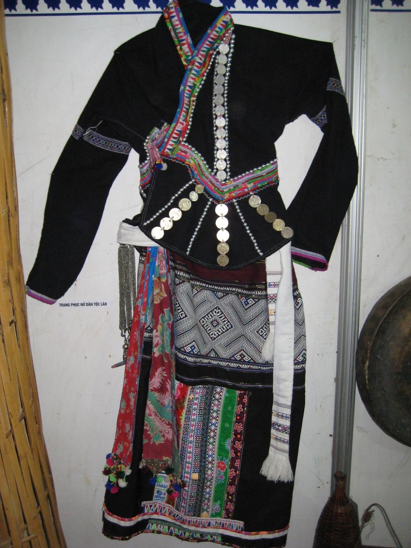 Trang phục phụ nữ dân tộc Lào