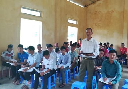 Cử tri bản Pá Khôm xã Pha Mu kiến nghị tại buổi tiếp xúc