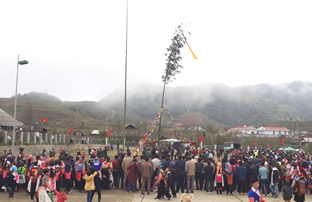 Tích cực khôi phục, duy trì và phát triển văn hóa truyền thống dân tộc, xóa bỏ tập tục lạc hậu