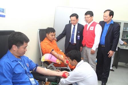 Lãnh đạo Công ty Điện lực Lai Châu, Hội Chữ thập đỏ tỉnh động viên CBCNV - LĐ tham gia hiến máu
