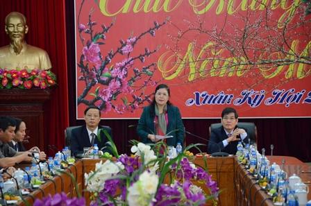 Đồng chí Giàng Páo Mỷ - Ủy viên BCH Trung ương Đảng, Bí thư Tỉnh ủy, Trưởng Đoàn Đại biểu Quốc hội phát biểu tại buổi gặp mặt