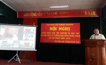 Đồng chí Trần Quốc Khanh - Phó Bí thư Huyện ủy phát biểu kết luận Hội nghị