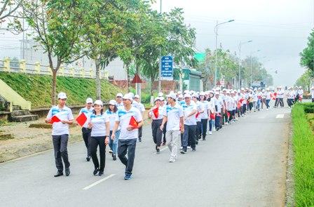 Các đại biểu diễu hành hưởng ứng Chương trình phát động