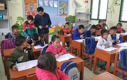 Đ/c Trần Đức Vương, UVBTVTU, Trưởng Ban Tuyên giáo Tỉnh ủy khảo sát thực tế kỹ năng đọc của học sinh lớp 3, Trường Tiểu học xã Tả Ngảo