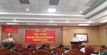 Đồng chí Vũ Văn Hoàn - Phó Bí thư Thường trực Tỉnh ủy, Chủ tịch HĐND tỉnh phát biểu khai mạc hội nghị.