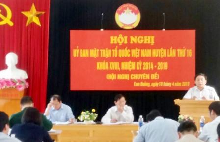 Đồng chí Sùng Lử Páo - Phó Bí thư Huyện ủy phát biểu chỉ đạo