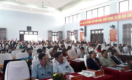 Các đại biểu biểu quyết thông qua Quyết tâm thư của Đại hội