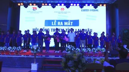 Các hội viên Hội đồng trẻ em tỉnh Lai Châu ra mắt