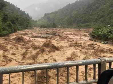 Nước lũ tràn về ở xã Bum Nưa, huyện Mường Tè