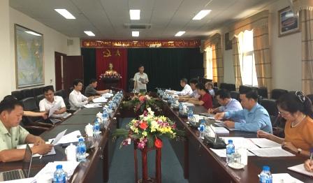 Đồng chí Phạm Văn Huỳnh - Ủy viên Ban Thường vụ Tỉnh ủy, Trưởng Ban Tổ chức Tỉnh ủy, Trưởng ban Kinh tế - Ngân sách HĐND tỉnh phát biểu tại phiên họp