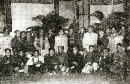 Bác Hồ với đoàn cán bộ tỉnh Lai Châu năm 1967, Ảnh - Tư liệu