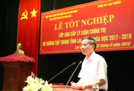 Đồng chí Vũ Văn Hoàn - Phó Bí thư Thường trực Tỉnh ủy, Chủ tịch HĐND tỉnh phtas biểu tại Lễ Tốt nghiệp