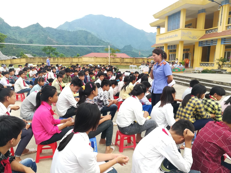 Tuyên truyền PBGDPL cho học sinh cần phải được thực hiện thường xuyên