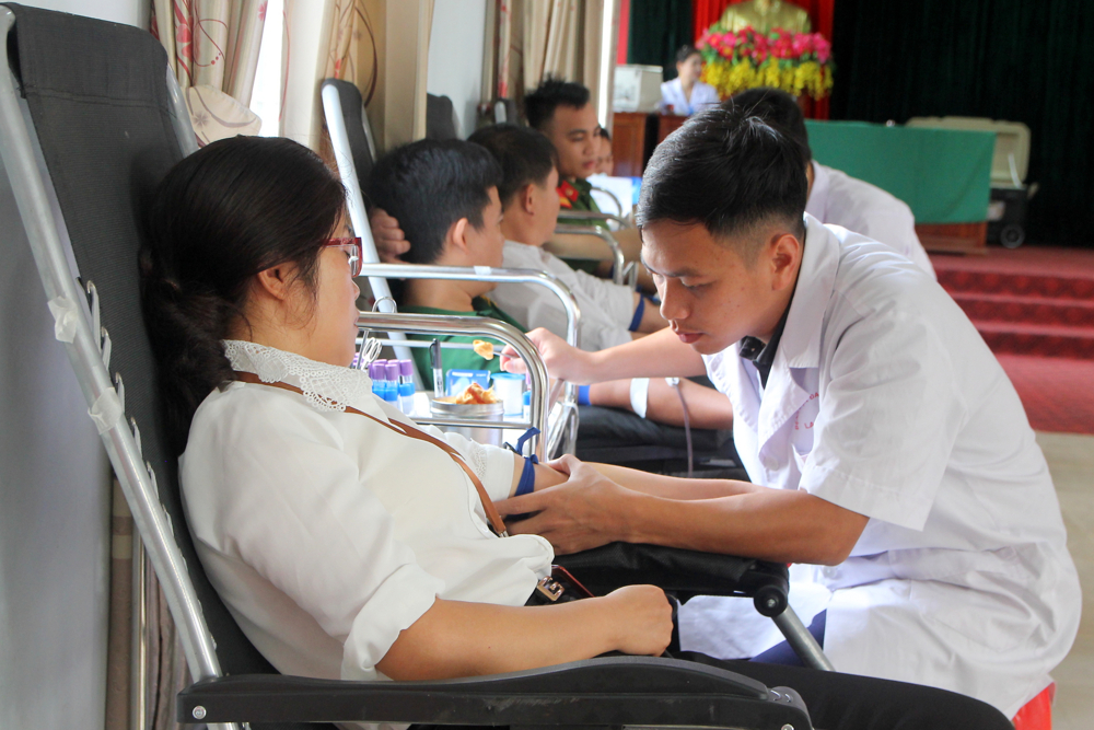 Tình nguyện viên hiên máu tình nguyện
