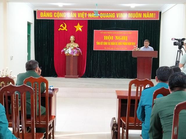 Đ/c Nguyễn Sĩ Cảnh - TUV, Bí thư Huyện ủy, Chủ tịch UBND huyện, Bí thư Đảng ủy Quân sự huyện phát biểu kết luận hội nghị