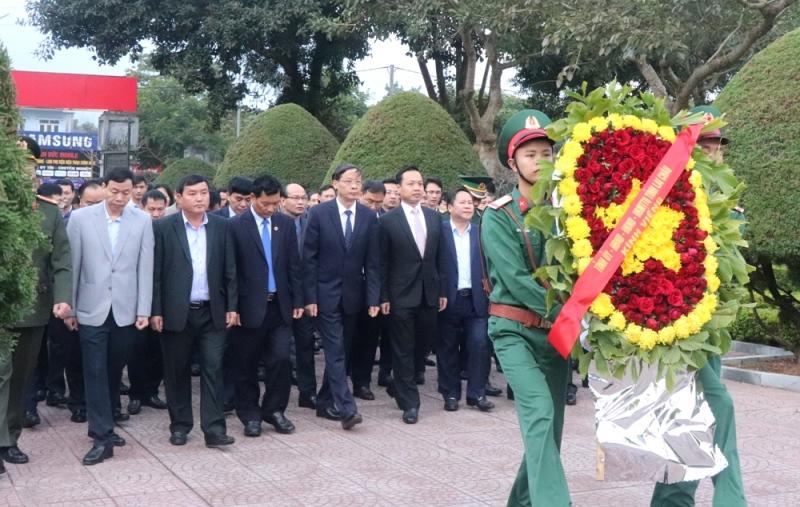 Đoàn đại biểu tỉnh viếng Nghĩa trang liệt sĩ tỉnh