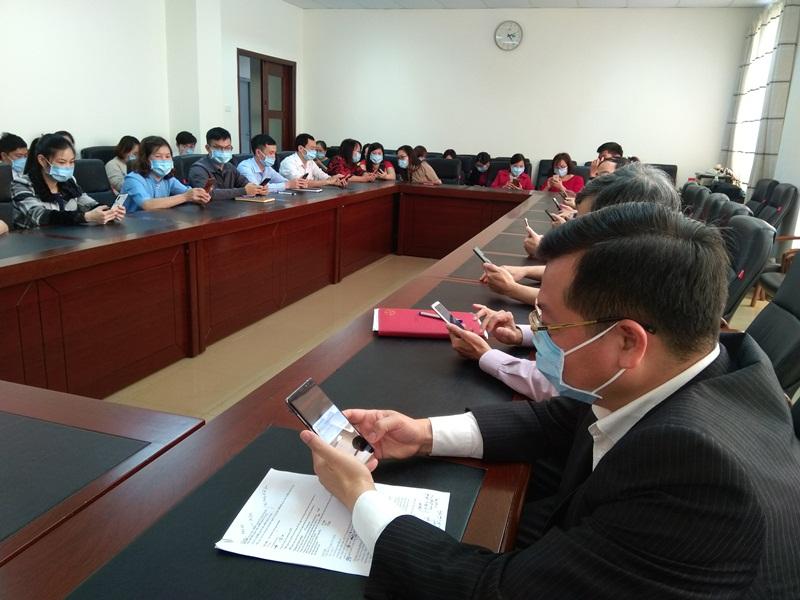 Cán bộ, công chức Sở Tư pháp nhắn tin ủng hộ công tác phòng, chống dịch Covid-19