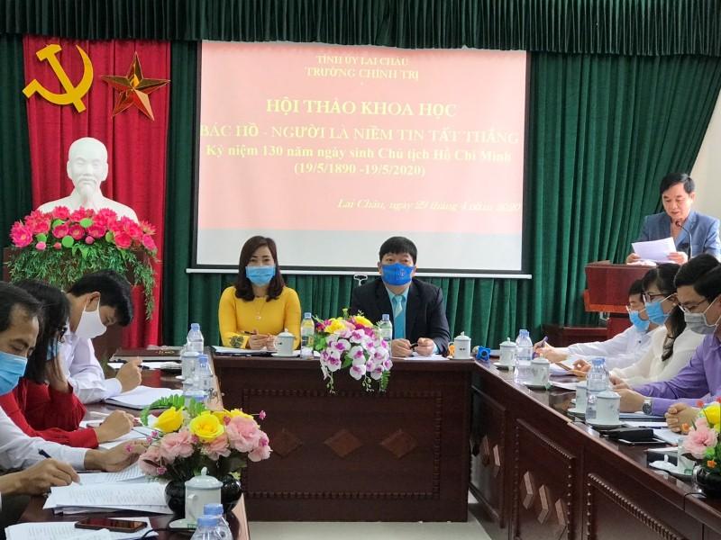 Đ/c Trần Đức Vương - UVBTVTU, Trưởng Ban Tuyên giáo Tỉnh ủy phát biểu tham luận tại hội thảo