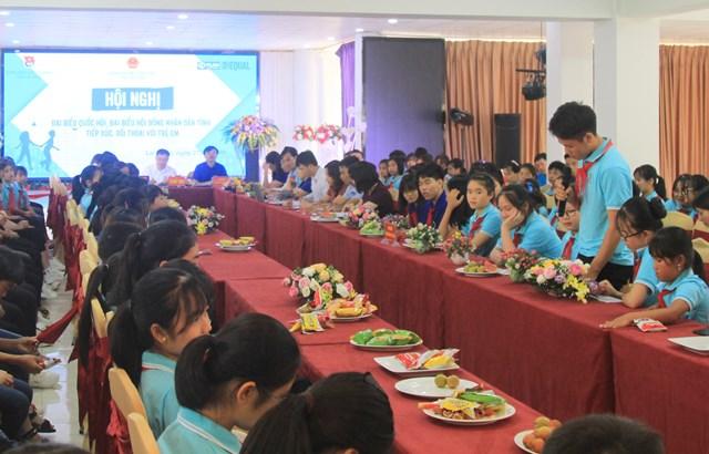 Các đại biểu trẻ em phát biểu, kiến nghị tại hội nghị