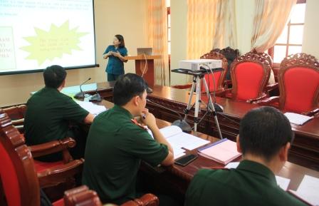 Các thí sinh tham gia thi thuyết trình tại Hội thi.